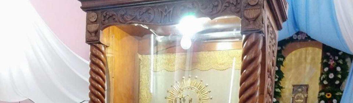 Veneran a la Virgen de la Candelaria.