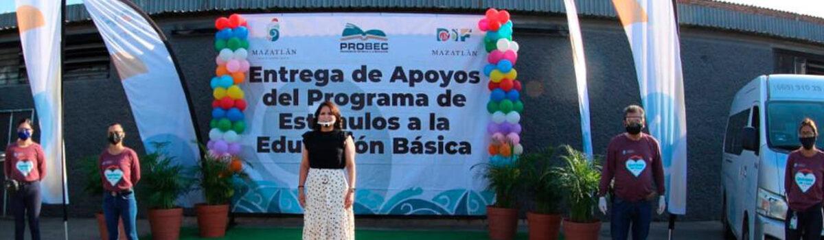 ENTREGA QUÍMICO BENITEZ TORRES  $8 MILLONES 477 MIL PESOS EN BECAS PARA LA NIÑEZ MAZATLECA.