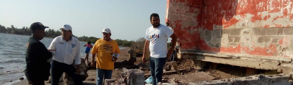 Edgar González se reúne con pescadores de Teacapán.