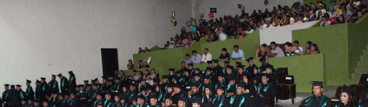Egresa Tercera Generación de Ingeniería y Licenciatura UTESC.