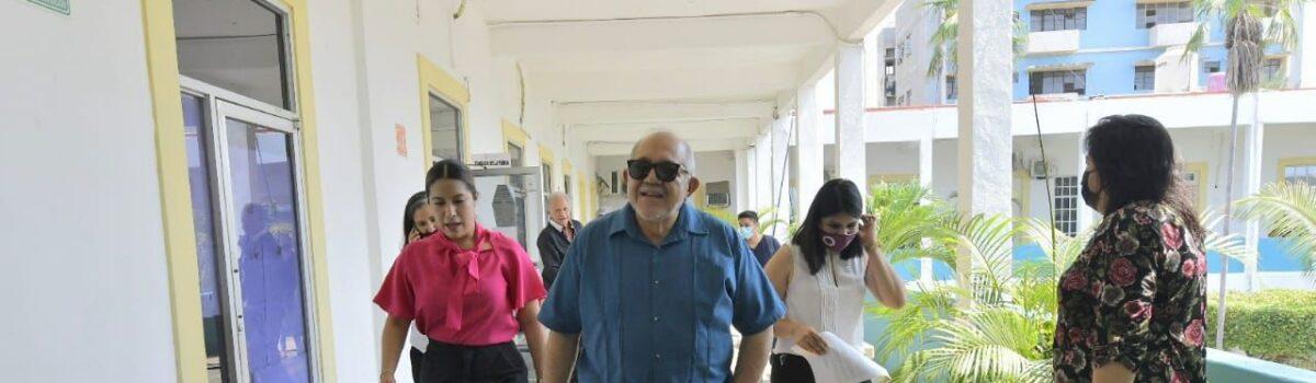 RECORRE ALCALDE LUIS GUILLERMO BENÍTEZ TORRES OFICINAS MUNICIPALES.
