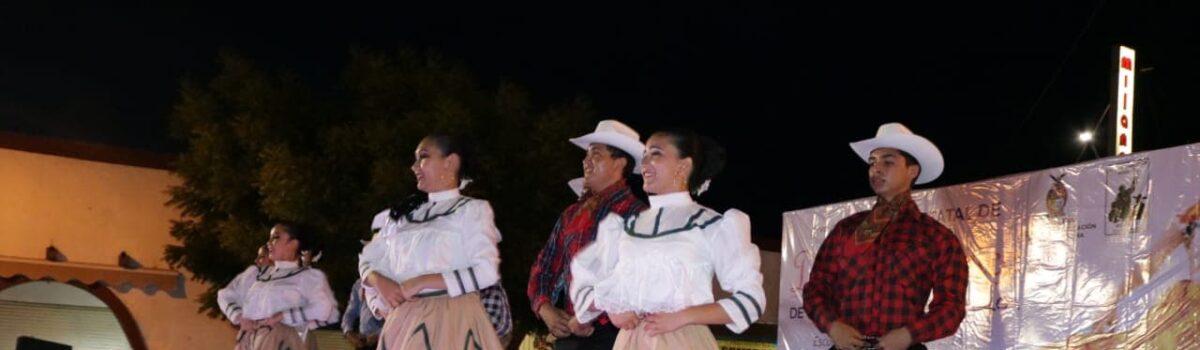 Los Escuinapenses disfrutaron del Folklor durante el concurso Estatal de Danza celebrado en el Municipio.