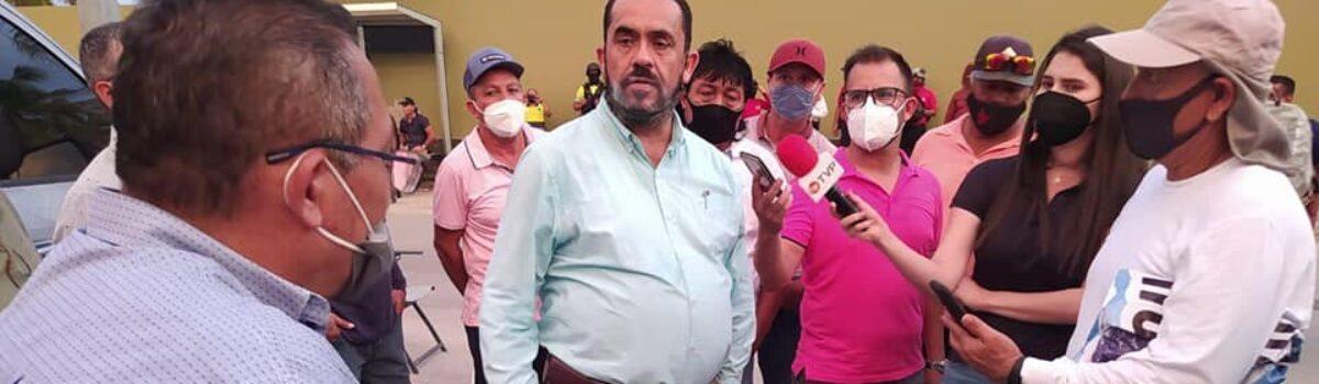Se manifiestan pescadores en Conapesca y cierran la Avenida Camarón Sábalo