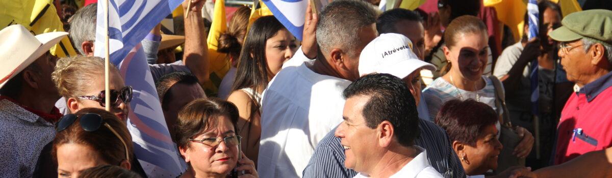 Edgar González se registra ante el INE, como candidato a diputado por el Distrito 24 de El Rosario y Escuinapa.