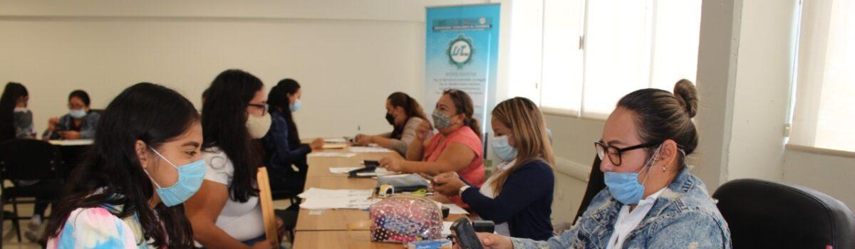 """BENEFICIAN CON BECA """"MADRES JEFAS DE FAMILIA"""" A 16 ESTUDIANTES DE UTESC. SUMAN 989 BECAS OTORGADAS DURANTE EN CICLO ESCOLAR."""