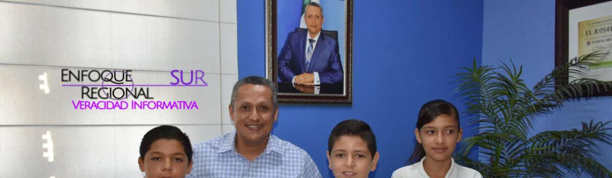 RECIBE ALCALDE DE EL ROSARIO ESTUDIANTES GANADORES DE LA OLIMPIADA DEL CONOCIMIENTO.