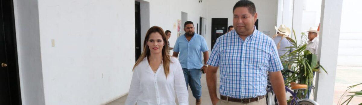 Oceguera Burques Alcaldesa de Escuinapa, recibe a Alcalde Electo.