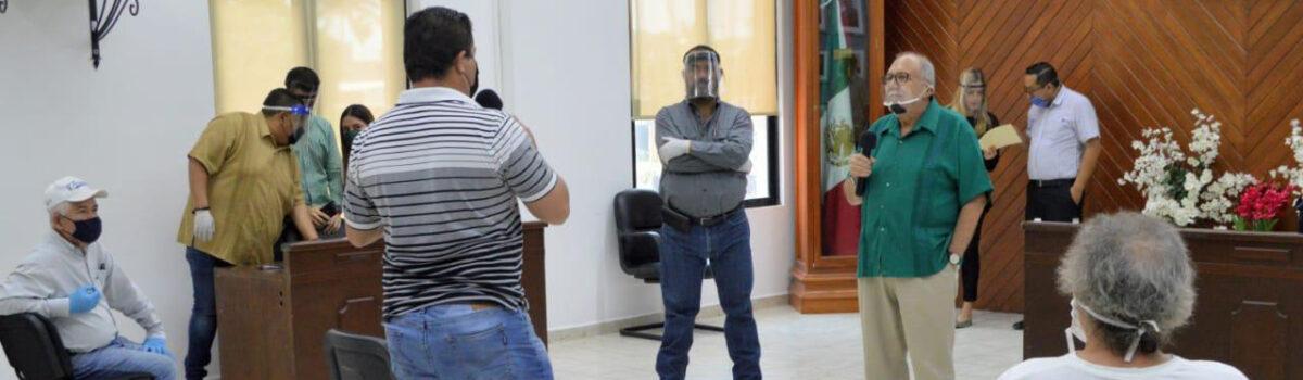 OFRECE EL QUÍMICO BENITEZ TORRES APOYO A VENDEDORES DE PLAYAS