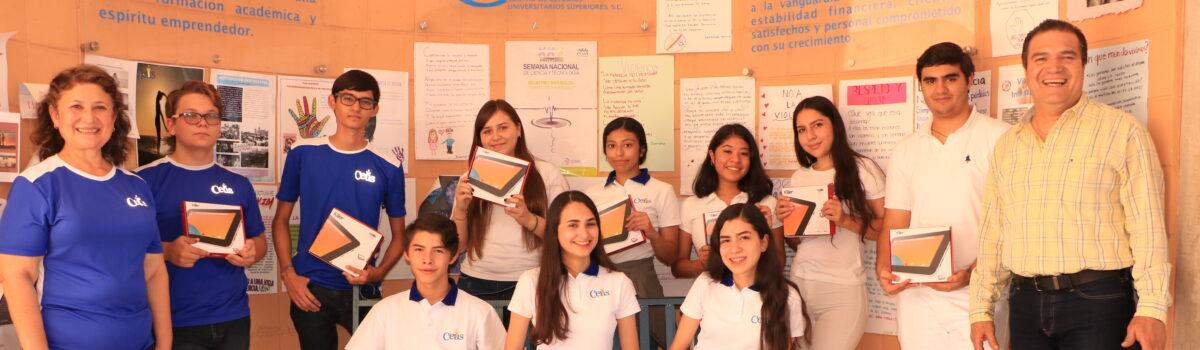 Alumnos de nuevo ingreso hacen efectiva la promoción de CEUS: reciben tablets y descuento en inscripción.
