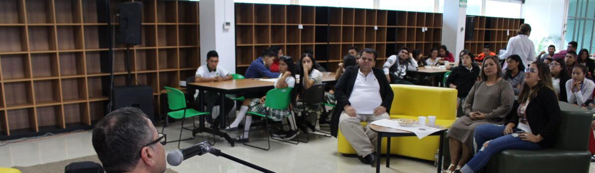 DISFRUTAN ESTUDIANTES DE CAFÉ LITERARIO