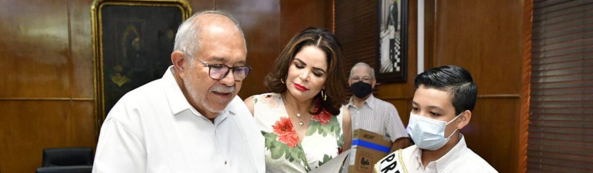 RECIBE ALEJANDRO BANDA Y NOMBRAMIENTO COMO PRESIDENTE MUNICIPAL INFANTIL