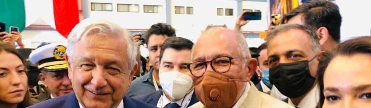 VISITAN AMLO STAND DE MAZATLÁN EN LA FERIA AEROESPACIAL MÉXICO 2021